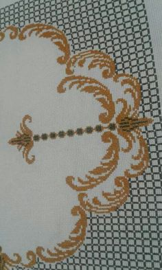 This Pin was discovered by fil Crewel Embroidery, Beaded Embroidery, Cross Stitch Embroidery, Cross Stitch Patterns, Vintage Cushions, Rug Inspiration, Prayer Rug, Bargello, Floral Wall