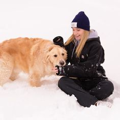 S(n)o(w) sad she is leaving in 2 days. . . #loveyourmelon #carhartt #thegraysenior #hamptonroadsseniorphotographer #virginiaseniorphotographer #snow #snowday #goldenretriever #goldenlove