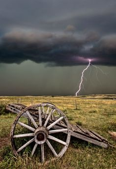 Lightning @ Old Prairie Wheel Cart Nature Pictures, Cool Pictures, Cool Photos, Beautiful Pictures, Storm Pictures, Tornados, Thunderstorms, Wild Weather, Thunder And Lightning