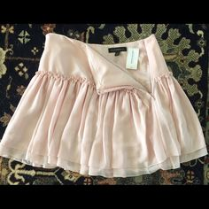 Authentic Banana Republic Skirt ☀️ Brand new, never worn! Banana Republic Skirt ~ it's so cute  Size 0, Color Pink Banana Republic Skirts Midi