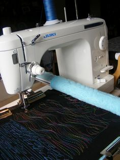 JUKI sewing machine on the New English Quilter frame Sewing Machine Stitches, Machine Quilting Patterns, Sewing Machine Embroidery, Embroidery Ideas, Quilting Ideas, Quilting Projects, Triangles, Sewing Hacks, Sewing Tips