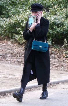Kpop Outfits, Edgy Outfits, Pretty Outfits, Margot Robbie Style, Celebrity Style Casual, Lucy Boynton, Badass Women, New York, Grunge Fashion