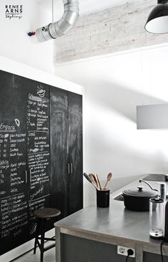 black white and concrete kitchen mix with blackboard +++++