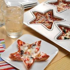 Stand out at a party by bringing savory BBQ Chicken Mini Star Pizzas. These treats are a breeze to make with the mini star pan and refrigerated pizza dough.