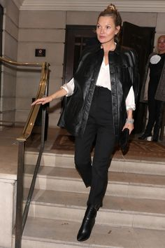 Kate Moss stepped out in London wearing a black leather cape Estilo Kate Moss, Black Moto Boots, Moss Fashion, Women's Fashion, Winter Fashion, Fashion Trends, Kate Moss Style, Vogue, Hairstyle