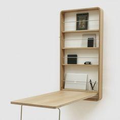 Ein verschließbarer Arbeitsplatz von chris&ruby für kleine Wohnräume. Er bietet viel Raum für Arbeitsutensilien wie Laptop, Bücher und Stifte und lässt sich im Handumdrehen öffnen und schließen.