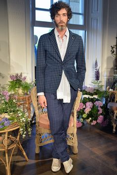 See the Thomas Pink spring/summer 2016 menswear collection. Click through for full gallery