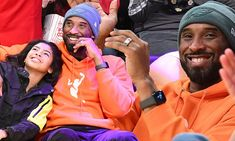 Kobe Bryant and daughter Gianna sit courtside to watch Los Angeles Lakers game a… - Beauty is Art Kobe Bryant Family, Kobe Bryant 24, Bryant Basketball, Basketball Players, Nba Players, Kobe Bryant Daughters, Vanessa Bryant, Shooting Guard, Kobe Bryant Black Mamba