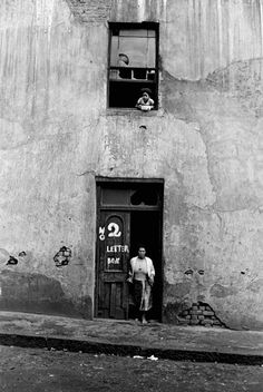 The Spirit of District Six: 32 Interesting Black and White Photographs Capture Everyday Life of Cape Town, South Africa in 1970 ~ vintage everyday Photography Essentials, City Photography, Vintage Photography, African Culture, African History, Cities In Africa, Hanover Street, Black And White City, Most Beautiful Cities