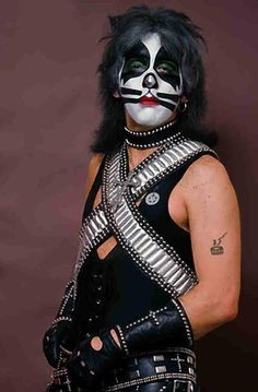 "On this day in 1945 future founding Kiss drummer and composer of ""Beth"" Peter Criss (George Peter John Criscuola) is born in Brooklyn, New York. Kiss Rock Bands, Kiss Band, Kiss Images, Kiss Pictures, Kiss Costume, Kiss Members, Vinnie Vincent, Eric Carr, Vintage Kiss"