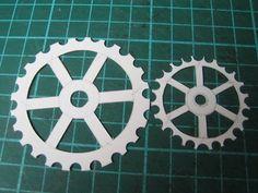 http://scrapastuces.canalblog.com/archives/2009/11/07/15713199.html  Faire des engrenages