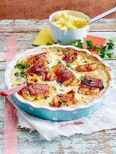Putenröllchen in Frischkäsesoße mit Kartoffel-Knoblauch-Stampf Our popular recipe for turkey rolls in cream cheese sauce with potato and garlic stomp and over more free recipes on LECKER. Turkey Recipes, Chicken Recipes, Turkey Rolls, Law Carb, Cream Cheese Sauce, Garlic Recipes, Cooking Recipes, Healthy Recipes, Food Design