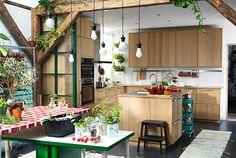 Et åbent køkken med køkkenø i den nye EKESTAD serie