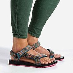 Original Universal Inca - Original Universal Inca I really really need these! Sock Shoes, Cute Shoes, Me Too Shoes, Shoe Boots, Flat Shoes, Hiking Sandals, Sport Sandals, Women Sandals, Shoes Women