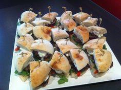 Anyone feel like a mini lamb burger? Pide Bread, Lamb Burger Recipes, Turkish Lamb, New Recipes, Favorite Recipes, Lamb Burgers, Ground Lamb, Fresh Mint, Spanakopita