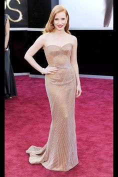 Jessica Chastain at the 2013 Oscars. Excellent shape, nice color for her hair. A smoky quartz necklace would have been perfect.