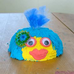 Play dough faces are often made by kids, but here's a fun new technique using upturned bowls as a base. Plus ideas for hair, decorations, and more. Painting For Kids, Art For Kids, Crafts For Kids, Kids Fun, Easy Crafts, Playdough Activities, Art Activities For Kids, Melted Crayon Heart, Blow Paint