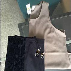 Sleeveless Blouse Dark Khaki ⬇️ Reduced ⬇️ Van Heusen Sleeveless Blouse. This is a classic must have item. Van Heusen Tops Blouses
