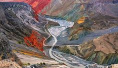 Hongshan Great Canyon in Xinjiang, China, changes into a landscape filled with colour under the light of the sun. It's so picturesque, it looks as though it's been painted. Under The Lights, Great Photos, Natural, Wonders Of The World, Westerns, Places To Go, Beautiful Places, China, Landscape