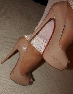 23 super ideas for nails stiletto beige nude heels Hot Heels, Sexy High Heels, Beautiful High Heels, Nude Heels, High Heels Stilettos, Stiletto Heels, Christian Louboutin, Louboutin Pumps, Cute Shoes