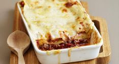 Discover our easy and quick recipe for Bolognese Lasagna with Thermomix on Cuisine Actuelle! Find the preparation steps, tips and advice for a successful dish. Macaron Thermomix, Macaron Recipe, Italian Macarons, Lemon Macarons, Quiche Lorraine, Macaron Flavors, Bolognese Recipe, French Tips