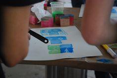 Infinite facce ed espressioni con pochi cubi. Prove durante il laboratorio del Fuorisalone di Milano 2015.