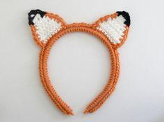 Kijk wat ik gevonden heb op Freubelweb.nl: een gratis haakpatroon van Make, create and Appreciate om deze vossen haarband te maken https://www.freubelweb.nl/freubel-zelf/gratis-haakpatroon-haarband-vos/