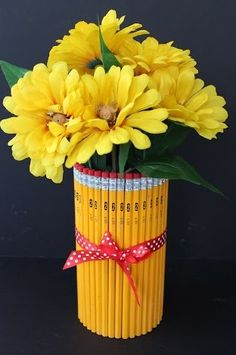 Homemade Vase using Pencils - back to school project for teachers