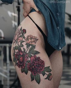 Gorgeous red flower tattoo on the right hip and thigh Pretty Tattoos, Love Tattoos, Sexy Tattoos, Beautiful Tattoos, Body Art Tattoos, Girl Tattoos, Thigh Tattoos, Tattoo On, Piercing Tattoo