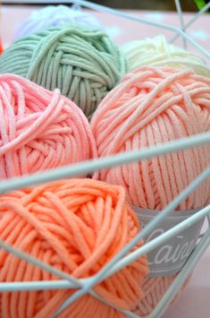 How to choose the perfect yarn for your next crochet or knit project especially for beginners . ( i shared all what i know about it ! Loom Knitting, Free Knitting, Knitting Patterns, C2c Crochet, Thread Crochet, Yarn Storage, Craft Markets, Yarn Ball, Macrame Patterns