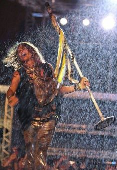 steven tyler singing in the rain! this man is awesome! Walking In The Rain, Singing In The Rain, Rainy Night, Rainy Days, Music Love, My Music, Early Music, Steven Tyler Aerosmith, I Love Rain
