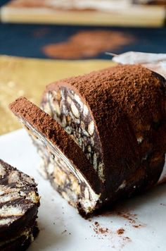 Snickers chocolate salami is one of the easiest desserts. Köstliche Desserts, Delicious Desserts, Dessert Recipes, Yummy Food, Pastry Recipes, Cookie Recipes, Bread Recipes, Chocolate Snickers, Middle Eastern Desserts