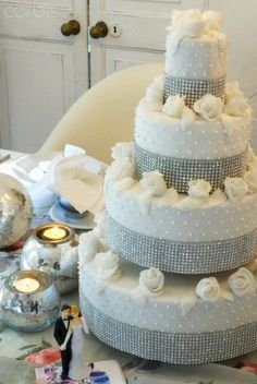 Wedding cake on table with decorations, 42-27216591, Fotochannels