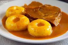Idealne kluski śląskie. Właśnie takie robiła nasza oma. PRZEPIS — Kulinarna Polska | Gotowanie i jedzenie Mashed Potatoes, Shrimp, Cooking Recipes, Meat, Ethnic Recipes, Pierogi, Food, Whipped Potatoes, Cooker Recipes