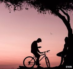 sweet couples ride bikes togther, enjoy happy time of their own. Cute Couple Art, Cute Couples, Sweet Couples, Life Photography, Landscape Photography, Bike Couple, Pre Wedding Shoot Ideas, Cute Love Cartoons, Cycling Accessories