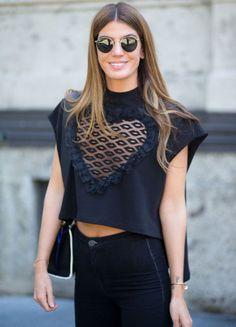 Look Bianca Brandolini com óculos redondinhos na Fashion Week de Milão.