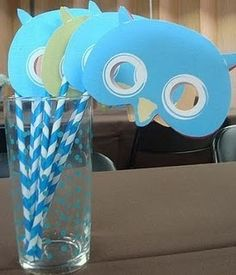 kids owl craft that is so very cute! Make  a few of these and take pics of babies and toddlers for parents.
