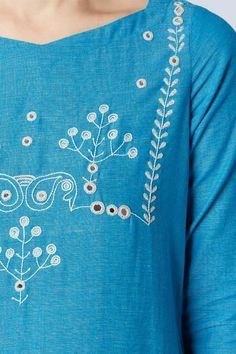 Diy Embroidery Patterns, Embroidery On Kurtis, Hand Embroidery Dress, Kurti Embroidery Design, Embroidery Neck Designs, Embroidery On Clothes, Embroidery Fashion, Machine Embroidery, Mirror Work Dress