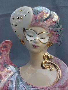 figura davor porcelana oro y tonos nacarados y - Comprar Porcelana y cerámica vintage en todocoleccion - 53844044 Victorian Life, Pink White, Museum, Colors, Beautiful, Creative, Blue, Sculptures, Mascaras