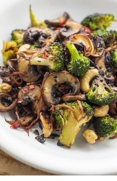 Looking for some fun vegan stir fry recipes? You're in luck! This broccoli and shiitake mushroom stir-fry recipe is quick, easy, and healthy. More from my siteBroccoli and Mushroom Stir-Fry – Vegan RecipesBroccoli Cashew Stir-Fry (Oil-Free) Best Vegetable Recipes, Whole Food Recipes, Cooking Recipes, Easy Recipes, Healthy Mushroom Recipes, Stir Fry Recipes Healthy Easy, Lunch Recipes, Delicious Recipes, Shitaki Mushroom Recipes