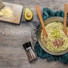 Καρμπονάρα / Carbonara. Υπέροχη συνταγή για μια ξεχωριστή και εναλλακτική καρμπονάρα! #millsofcrete #carbonara #pasta #pastalovers #lactosefree #καρμποναρα #χωριςλακτοζη #μακαρονια #συνταγες #παστα #ελλαδα #greekrecipes #greekpasta Pasta Ideas, Crete, Vegan Recipes, Food, Meal, Hoods, Vegan Dinner Recipes, Eten, Meals