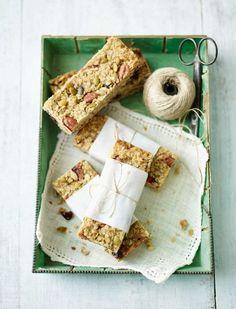 'Oat couture' granola breakfast bars – Lorraine Pascale