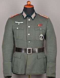 Artillery Army Uniform, Military Uniforms, Raza Aria, The Good German, German Uniforms, Camouflage, German Army, World War Ii, Well Dressed