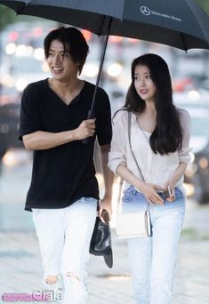Kang Ha Neul is so sweet Now he covers her from the rain 😂 Asian Actors, Korean Actors, Scarlet Heart Ryeo Cast, Moon Lovers Drama, Kang Haneul, Korean Drama Quotes, Korean Couple, Korean Star, Kdrama Actors
