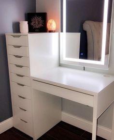 room decor chic Zimmereinrichtung Makeup vanity with lighted mirror! Vanity Room, Ikea Makeup Vanity, Makeup Vanity With Storage, Black Makeup Vanity, Bedroom Makeup Vanity, Makeup Vanity Lighting, Makeup Light, Make Up Vanity Ikea, Bedroom With Vanity