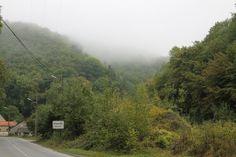 In de ochtend hangt de mist nog over de toppen van de heuvels