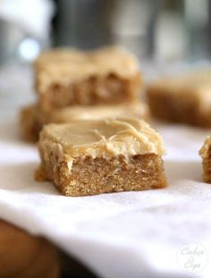 These are PERFECT blondies with a subtle banana flavor, topped with a brown sugar frosting that is INSANELY good! Banana Dessert Recipes, Brownie Recipes, Easy Desserts, Delicious Desserts, Yummy Food, Bar Recipes, Homemade Desserts, Baking Desserts, Healthy Desserts