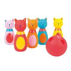 Ces 5 quilles chat colorées permettront à votre enfant de s'amuser à lancer une balle afin de toutes les faire tomber ! Adapté aux petites mains, ce jeu développera son adresse : il s'exerce à viser, ses gestes sont de plus en plus précis. L'enfant peut jouer à plusieurs ou seul et développer son autonomie en redressant lui-même les quilles.