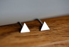 A pair of beautiful minimalist arrow earrings. Simple and sooo cute! Perfect gift for your wife or girlfriend:) or for yourself!  Earrings can be made