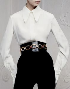 alexander-mcqueen - chic and classic.